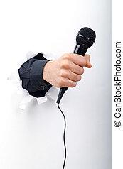 micrófono, mano, papel, por, tenencia, agujero