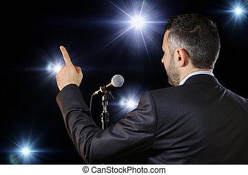 microfone, orador, falando, vista traseira