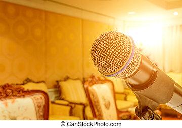 microfone, quarto encontrando