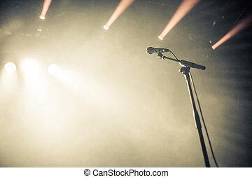 microfono, voce, attesa, palcoscenico vuoto