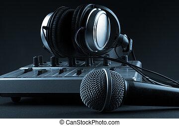 microfoon, met, mixer, en, headphones