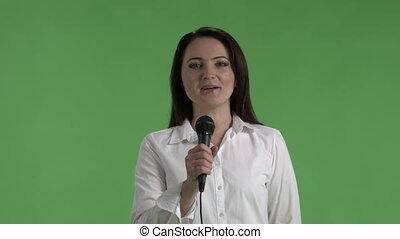 microphone, affaires femme, regarder, appareil photo, directement, parler