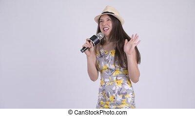 microphone, femme, touriste, jeune, multi-ethnique, chant, heureux