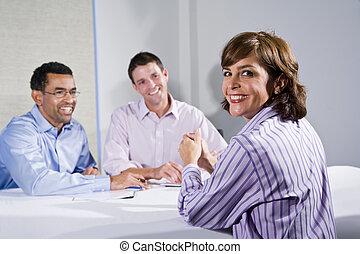 mid-adult, női, hivatal munkás, alatt, gyűlés
