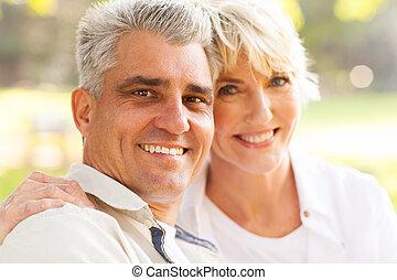 middelbare leeftijd , echtgenoot en vrouw, buitenshuis