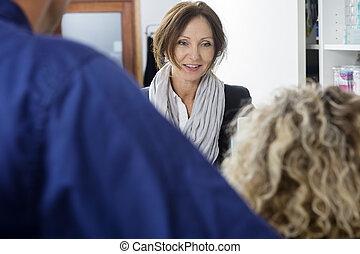 middelbare leeftijd , klant, kijken naar, tandarts, in, kliniek