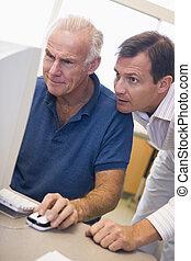 middelbare leeftijd , mannelijke student, leren, computer,...