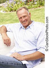 middelbare leeftijd , tuin, relaxen, man