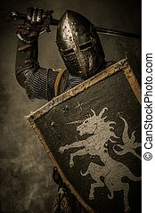 middeleeuws, ridder, met, zwaard, en, schild, tegen,...
