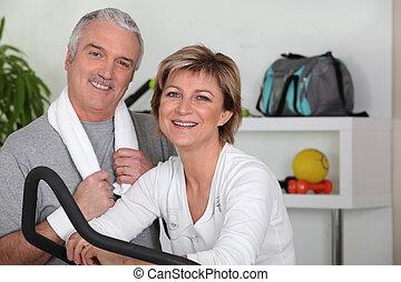 middle-aged, par, gå ind i, by, sport