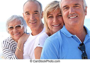 middle-aged, pares, ao ar livre