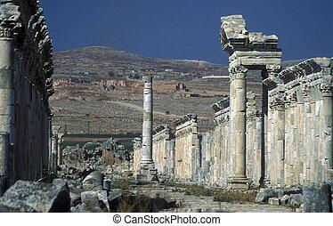 MIDDLE EAST SYRIA HAMA APAMEA RUINS - the ruins of Apamea...