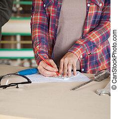 midsection, de, trabalhador, desenho, blueprint