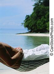 midsection, közül, ember, fekvő, alatt, függőágy, -ban, tengerpart