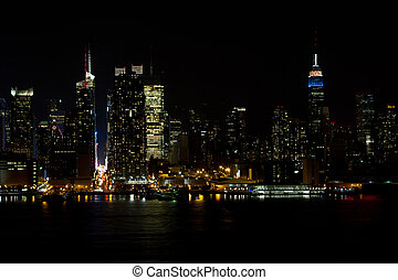 Midtown NY skyline at night - The skyline of midtown ...