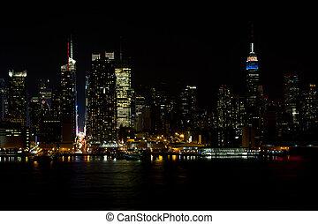 Midtown NY skyline at night