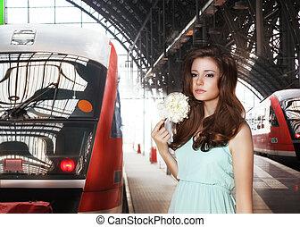 miejski, kobieta, train., scene., stacja, kolej żelazna