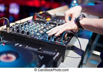 mieszalna konsola, didżej, muzyka