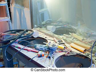 miglioramento casa, disordinato, disordine, con, spolverato, attrezzi