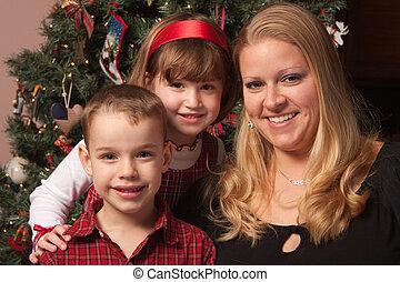 mignon, arbre, poser, mère, devant, vacances, enfants