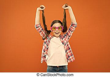 mignon, because, fantaisie, cheveux, brunette, hair., girl, sien, peu, long, ton, arrière-plan., tenue, orange, adorable, porter, beauté, glasses., queues cheval, regard, petit, modèle