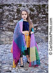 mignon, blanket., adolescent, femme, couvert, portrait