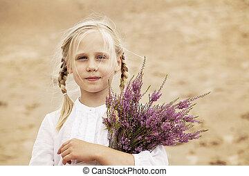 mignon, bruyère, dehors, enfant, girl, fleurs