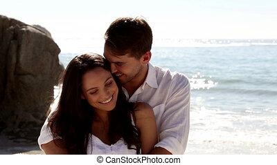mignon, couple, ensemble, embrasser