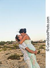 mignon, couple, ensoleillé, dehors, baisers, jour