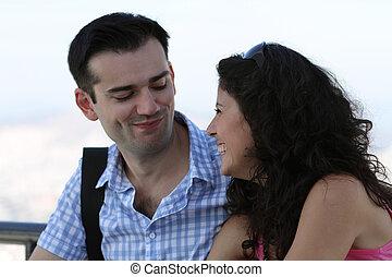 mignon, couple, jeune, heureux
