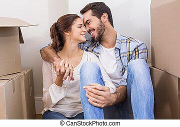 mignon, couple, séance, plancher