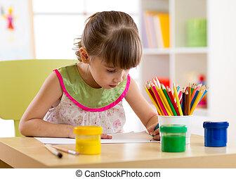 mignon, crayons, preschooler, maison, girl, dessin, gosse