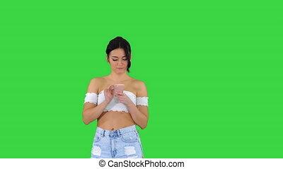 mignon, elle, danse, vérification, chroma, écran, téléphone portable, vert, key., girl