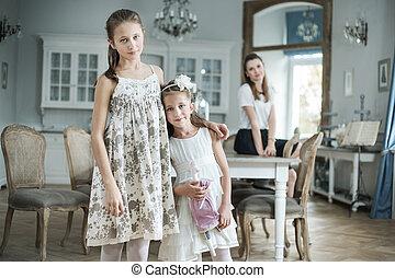 mignon, elle, deux, regarder, mère, filles