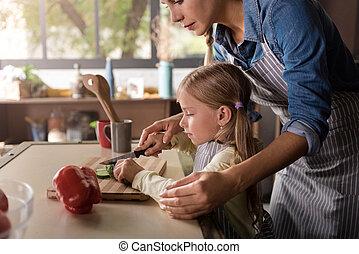 mignon, elle, impliqué, cuisine, mère,  girl