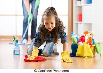mignon, enfant, petite fille, à, mère, nettoyer, a, plancher, dans, crèche, chez soi