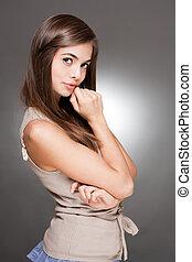 mignon, expressif, jeune, brunette.