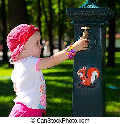 mignon, extérieur, parc, girl, robinet, intelligent