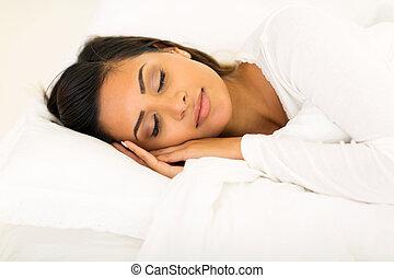 mignon, femme, lit, dormir