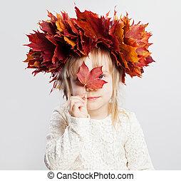 mignon, feuilles, automne, enfant, portrait, girl, tête