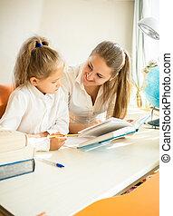mignon, fille, devoirs, mère