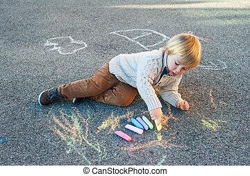 mignon, garçon, dessin, craie, dehors, enfantqui commence à marcher, jour, gentil