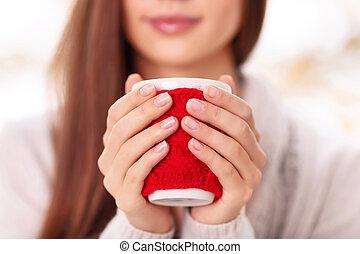 mignon, girl, tient, cupholder., tasse
