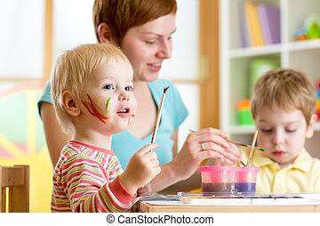 mignon, gosses, elle, peinture, mère, enseigner