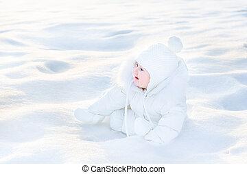 mignon, hiver, ensoleillé, neige, jouer, bébé, jour, heureux