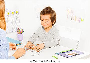 mignon, jeux, parent, garçon, développer, jeu, sourire
