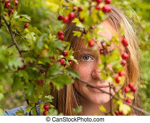 mignon, parc, jeune, entre, shrubs., hid, girl, fleurir