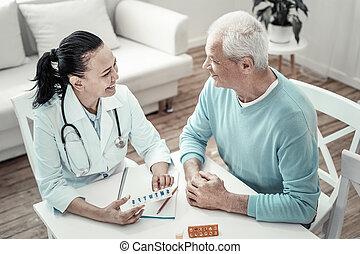 mignon, patient, donner, sourire., mûrir, infirmière, pilules