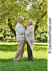 mignon, personnes âgées accouplent