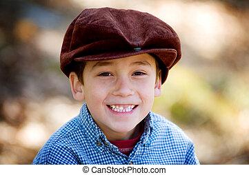 mignon, petit garçon, appareil photo, sourire, chapeau